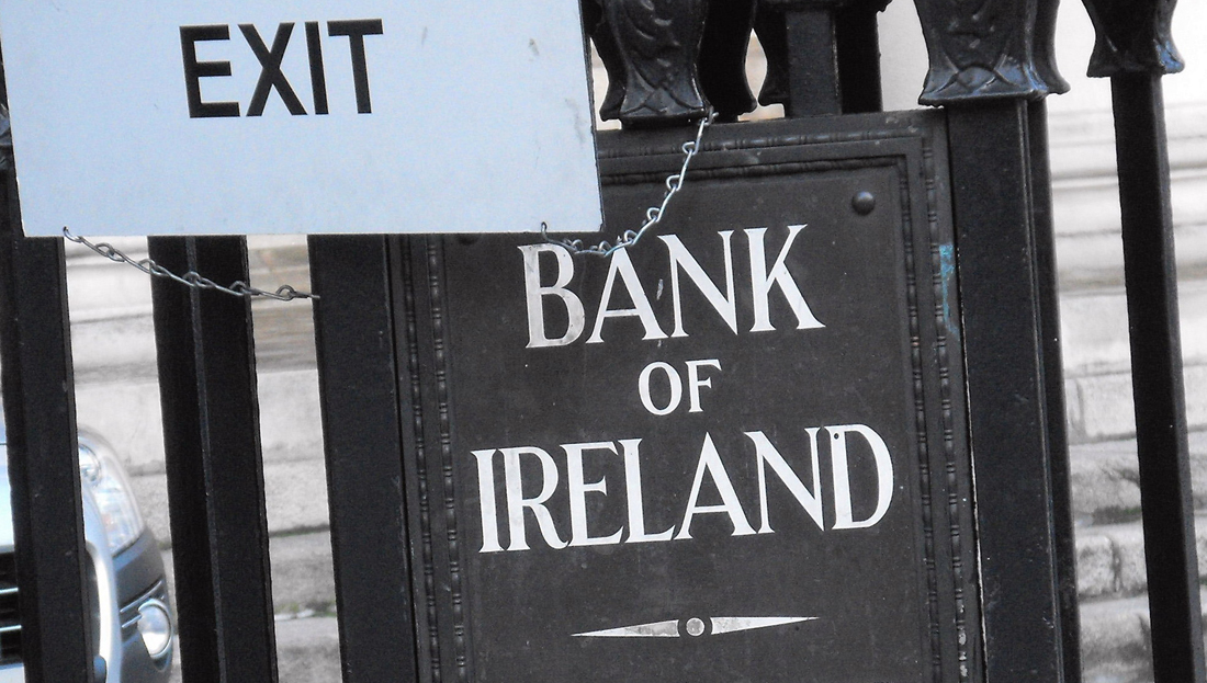 23-the-exit-gate-at-the-bank-of-ireland-in-dublins-college-green-on-the-day-that-imf-officials-arrived-in-ireland