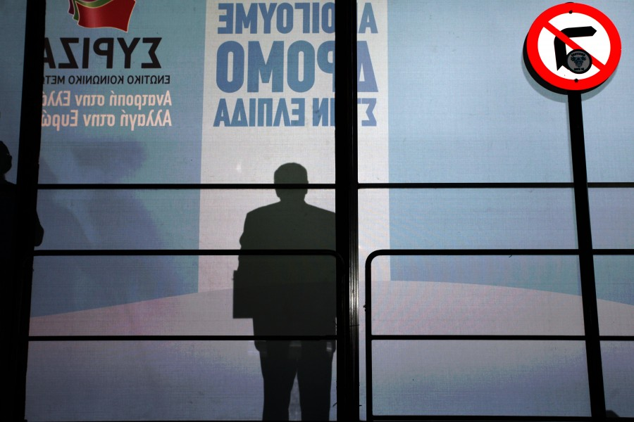 The shadow of SYRIZA's leader is shown next to a road sign that forbides movement to the right. Syriza held a pre election rally at the city of Eleusina with his Leader Alexias Tsipras delivering a speech to a vast audience / Η σκιά του αρχηγού του ΣΥΡΙΖΑ φαίνεται δίπλα σε ενα σήμα που απαγορεύει την κίνηση προς τα δεξιά. Προεκλογική συγκέντρωση του ΣΥΡΙΖΑ στην Ελευσίνα με ομιλητή τον Αλέξη Τσίπρα