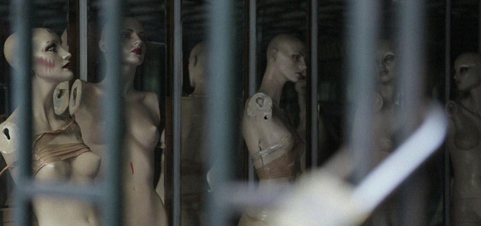 Still από το ντοκιμαντέρ της Ζωής Μαυρουδή, «Ερείπια. Οροθετικές γυναίκες - Το χρονικό μιας διαπόμπευσης»