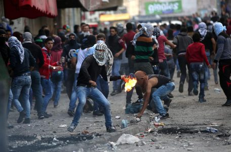 israeli-troops-shoot-dead-five-gaza-protesters-as-violence-intensifies-body-image-1444408418