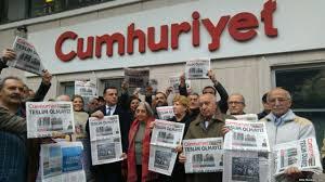 Ποινές φυλάκης σε 15 εργαζομένους της Cumhuriyet