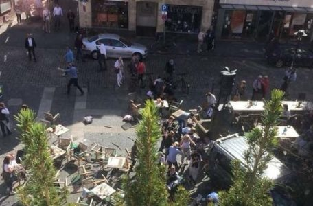 A-car-drove-into-a-group-of-people-in-the-western-German-city-of-Muenster-942767